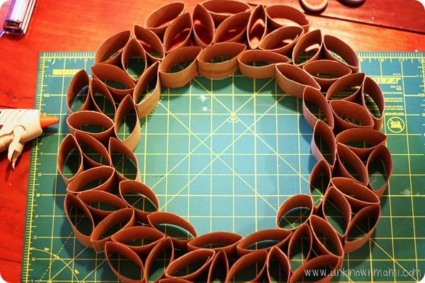 DIY toilet paper roll wreath