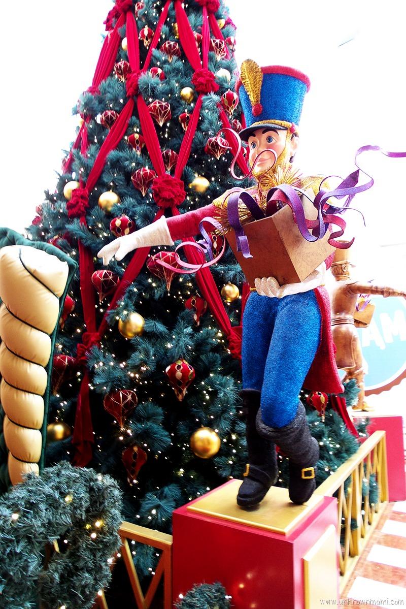 Christmas tree at Stonestown Galleria