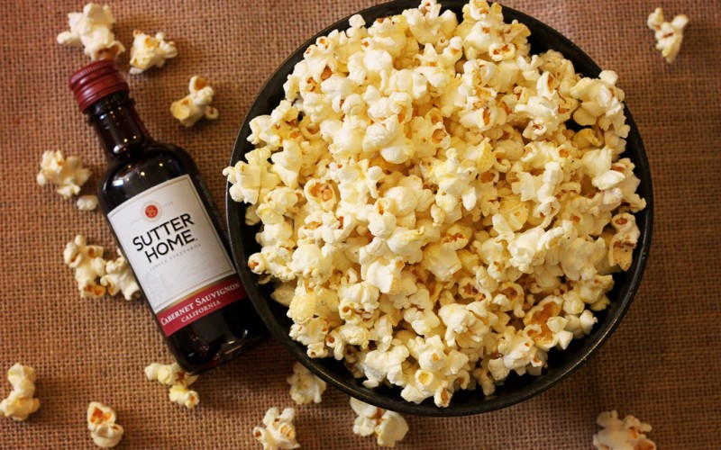 Stovetop Popcorn With Nutritional Yeast Recipe y Vino