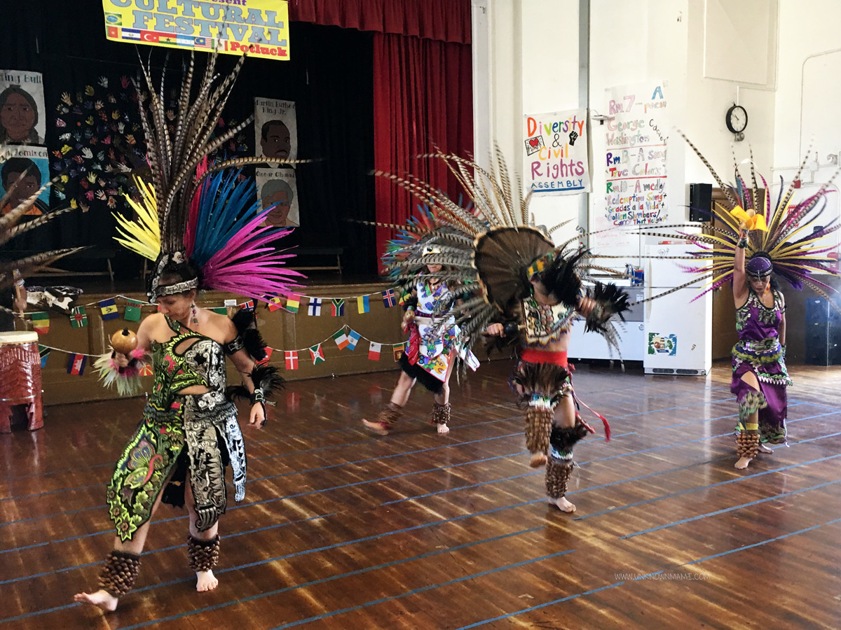 Aztec dancers Mixcoatl Anahuac Grupo